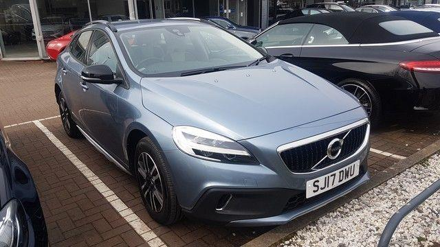 View the 2017 VOLVO V40 HATCHBACK: T3 [152] Cross Country 5dr Geartronic Online at Peter Vardy
