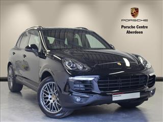 View the 2017 PORSCHE CAYENNE ESTATE SPECIAL EDITIONS: Platinum Edition E-Hybrid 5dr Tiptronic S Online at Peter Vardy